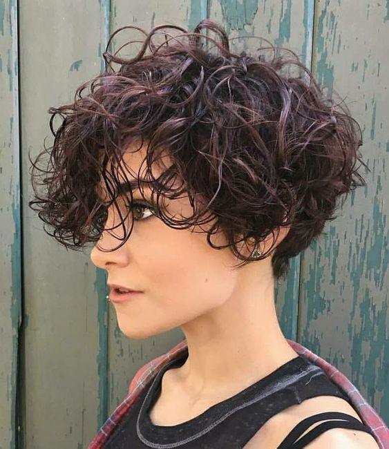 cabelo curto bagunçado para formatura