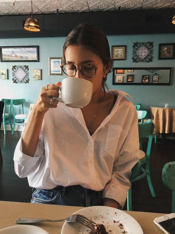 fotos estilo tumblr tomando café